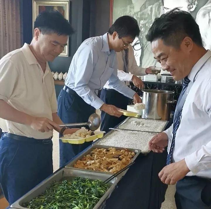 """长城物业:领导给咱们盛饭,我们做""""四有""""青年"""